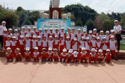 Tham quan trường tiểu học Nguyễn Bỉnh Khiêm và Dã ngoại tại hoa viên Buôn Hồ